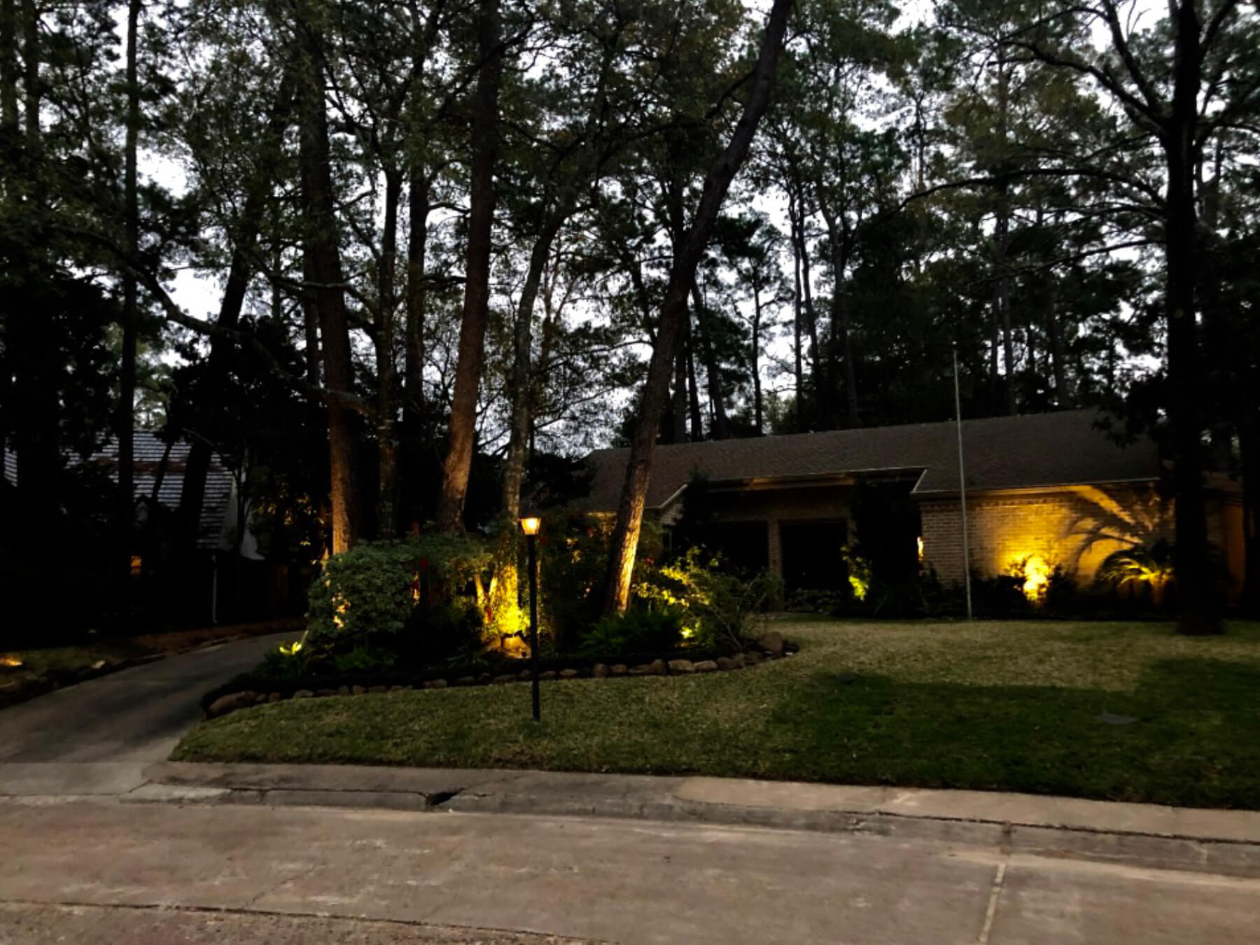 Landscape Lighting front yard