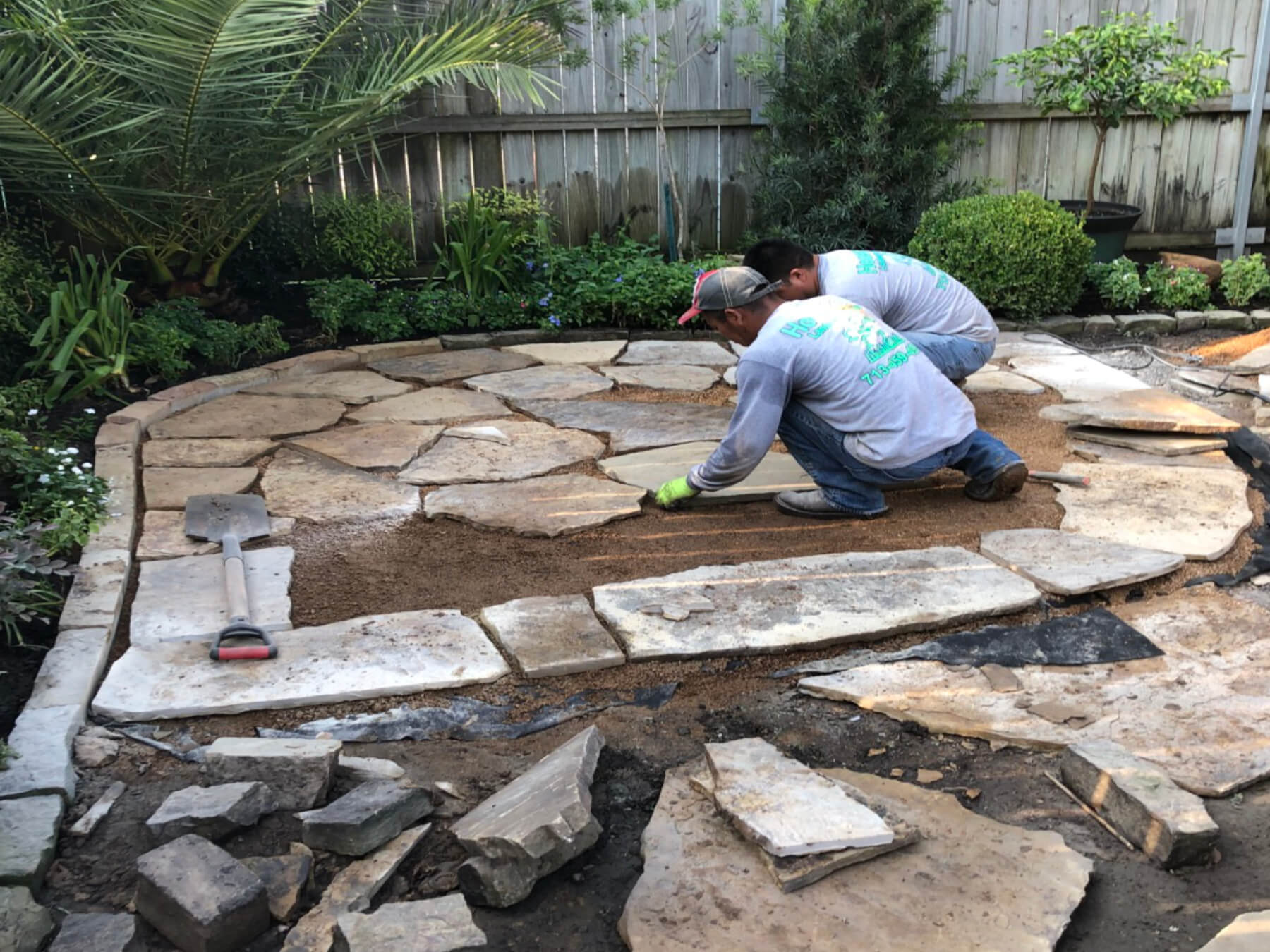 Landscape-flagstone-backyard-patio-houston