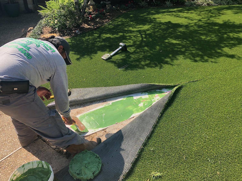 Artificial Grass landscaper installation- 77042